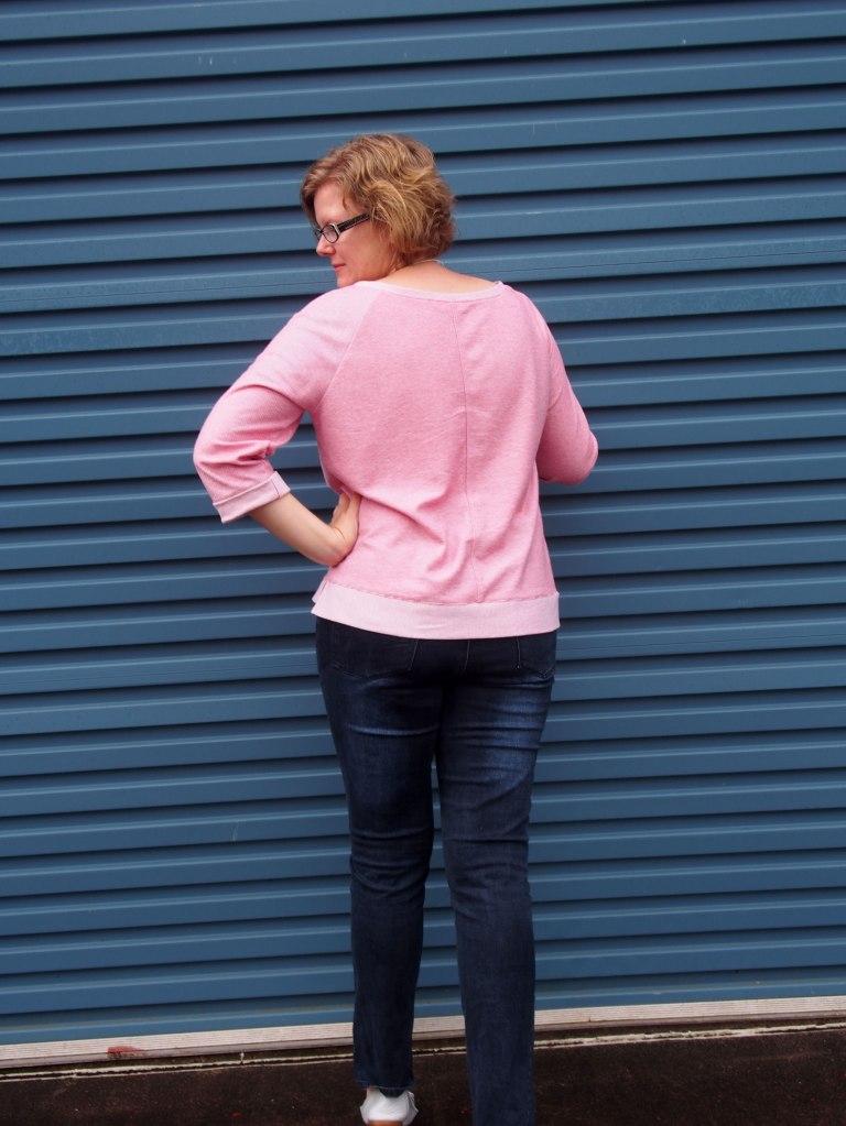 M6992 #MMMay16 Linden sweatshirt McCalls6992